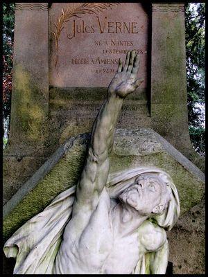 Jules Vernes sortant de sa tombe