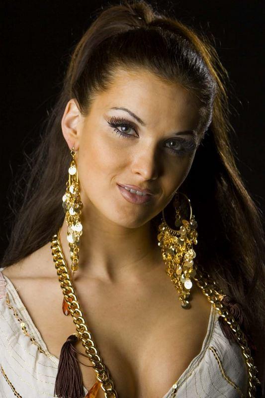 Julia - Golden Girl