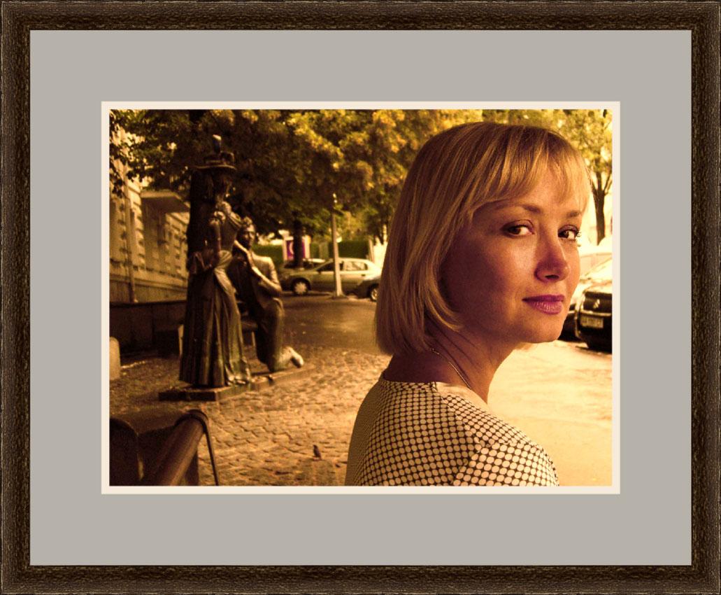 Julia mit Rahmen_04.de