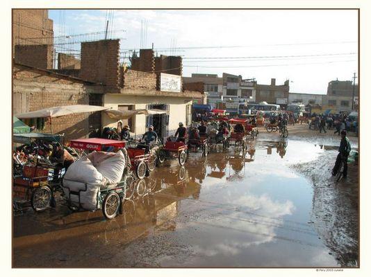 """""""Juliakas Life"""" totales Verkehrschaos auf Peruanisch-"""