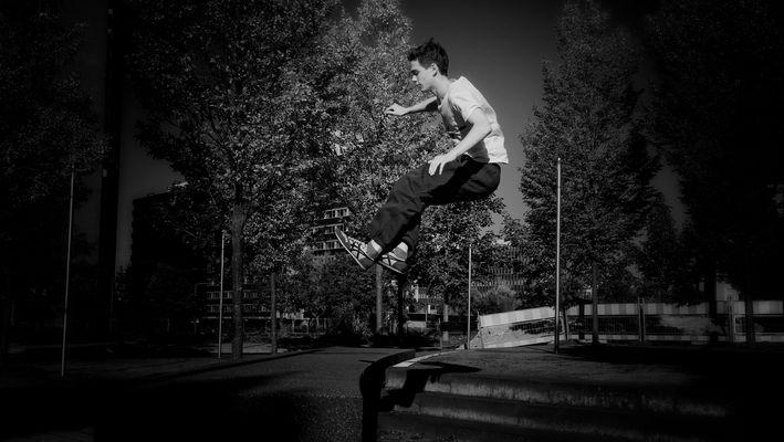 JUMP HIGH & LONG