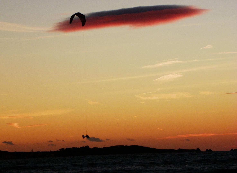 jump kite et coucher soleil
