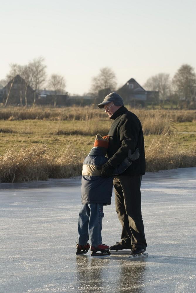 Jung und Alt auf dem Eis
