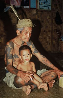 Jung und alt in Borneos Regenwald!!!