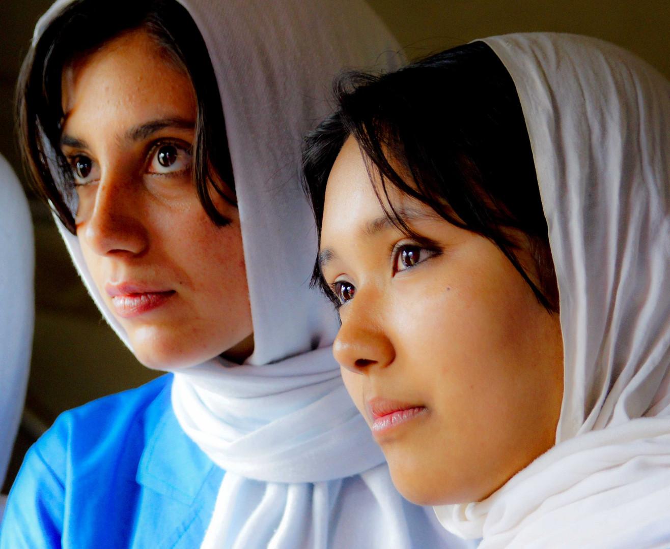 Junge Afghaninnen