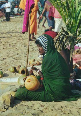 Junge Bettlerin mit Kind in Gokarna