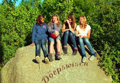 """- Junge """"Deerns""""up de Dörpswisch -"""