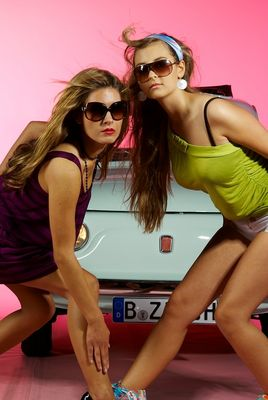 Junge Mädels - Alte Autos II