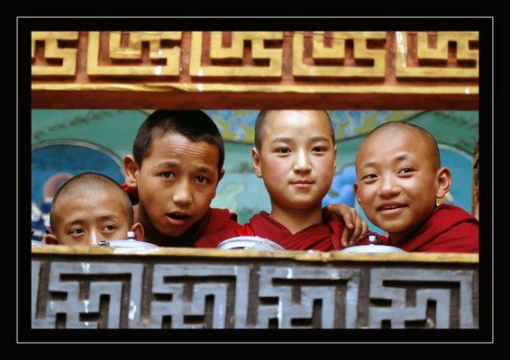 Junge Mönche im Punaka-Dzong