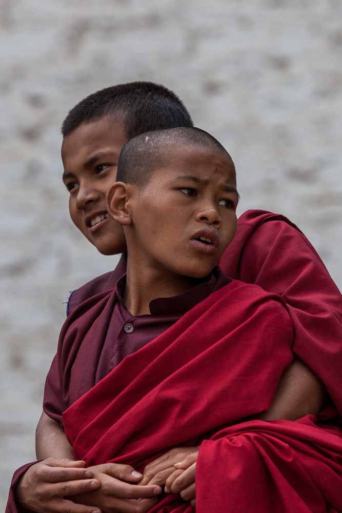 junge Mönche in Bhutan
