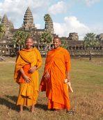 junge Mönche vor Angkor Wat