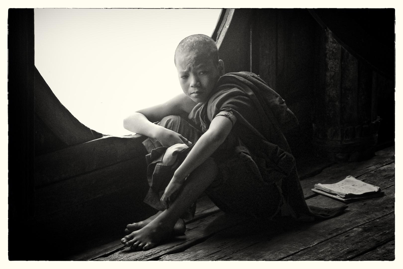 Junger Mönch im Shwe-yan-pyay-Kloster / Myanmar
