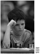 Junger Schachspieler