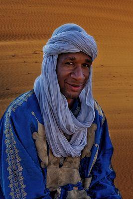 Junger Tuareg in der Wüste