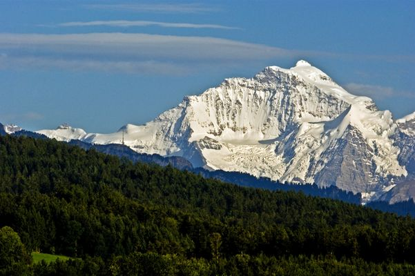 Jungfrau ganz in Weiss