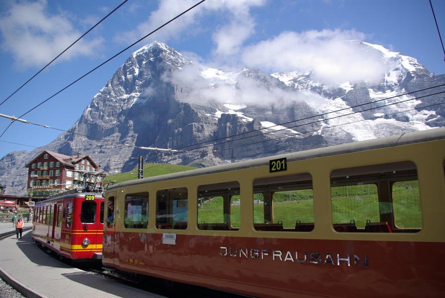 Jungfraubahn auf der Kleinen Scheidegg