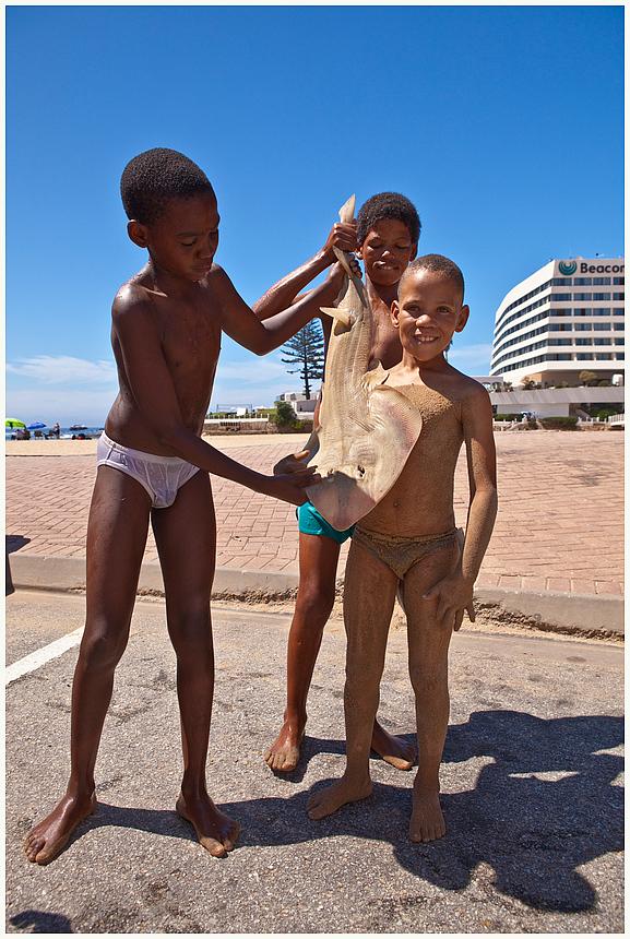 Jungs mit ihrem Fang