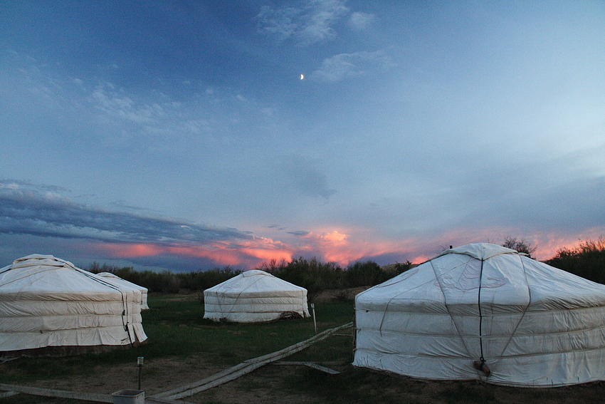 Jurtencamp nahe den Sanddünen von Mongol Els