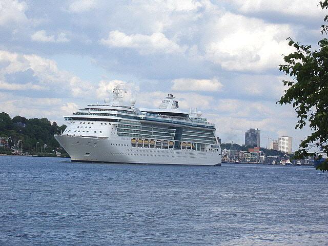 """Juwel of the Seas"" läuft aus Hamburg aus (15.05.07)"