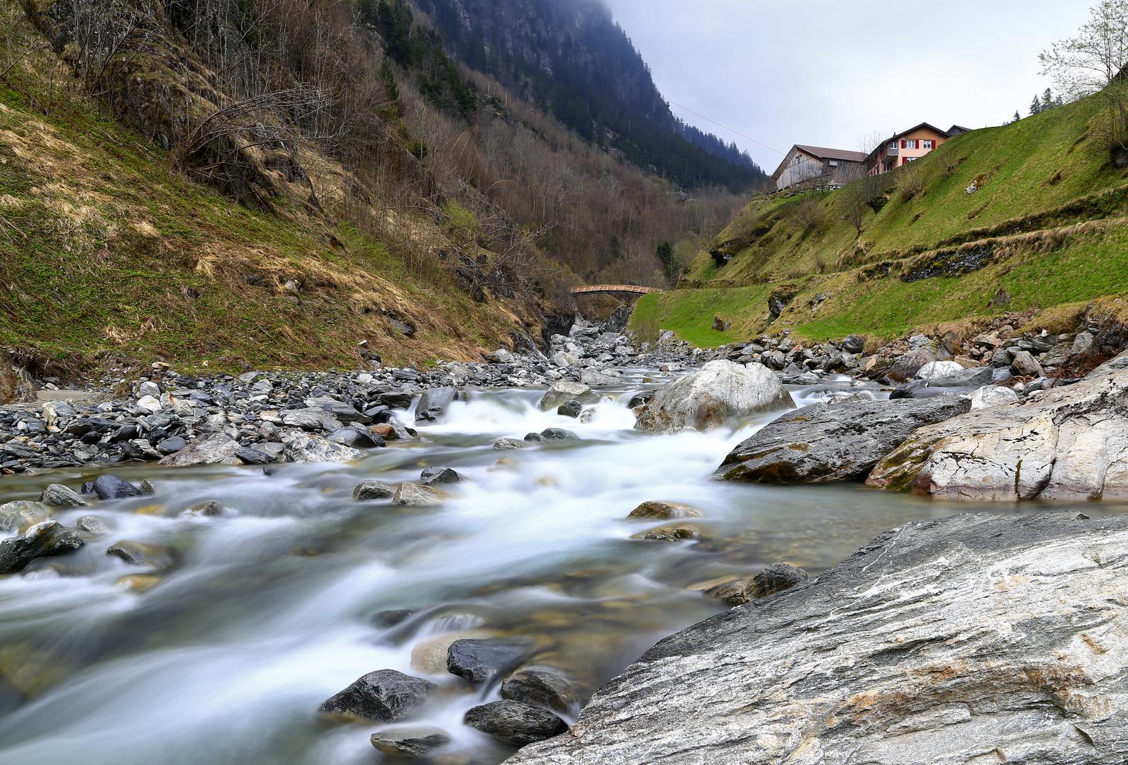 Kärstelenbach Acherli, Bristen