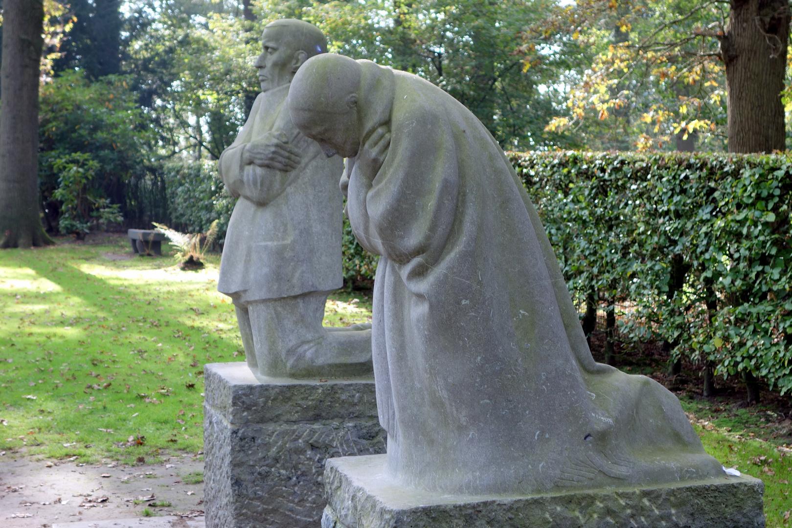 """Käte Kollwitz """"die trauernden Eltern"""""""