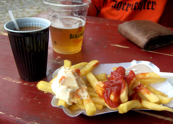 Kaffee Bier und Pommes