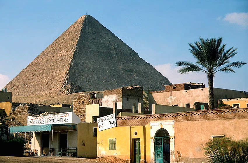 Kairo beginnt gleich hinter den Pyramiden