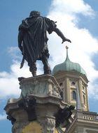 Kaiser Augustus auf dem gleichnamigen Brunnen ......