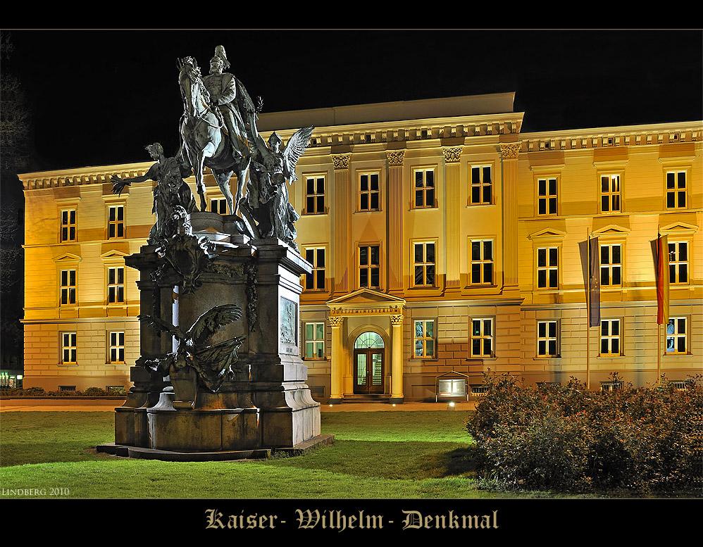 Kaiser- Wilhelm- Denkmal vor dem Justizministerium, Düsseldorf