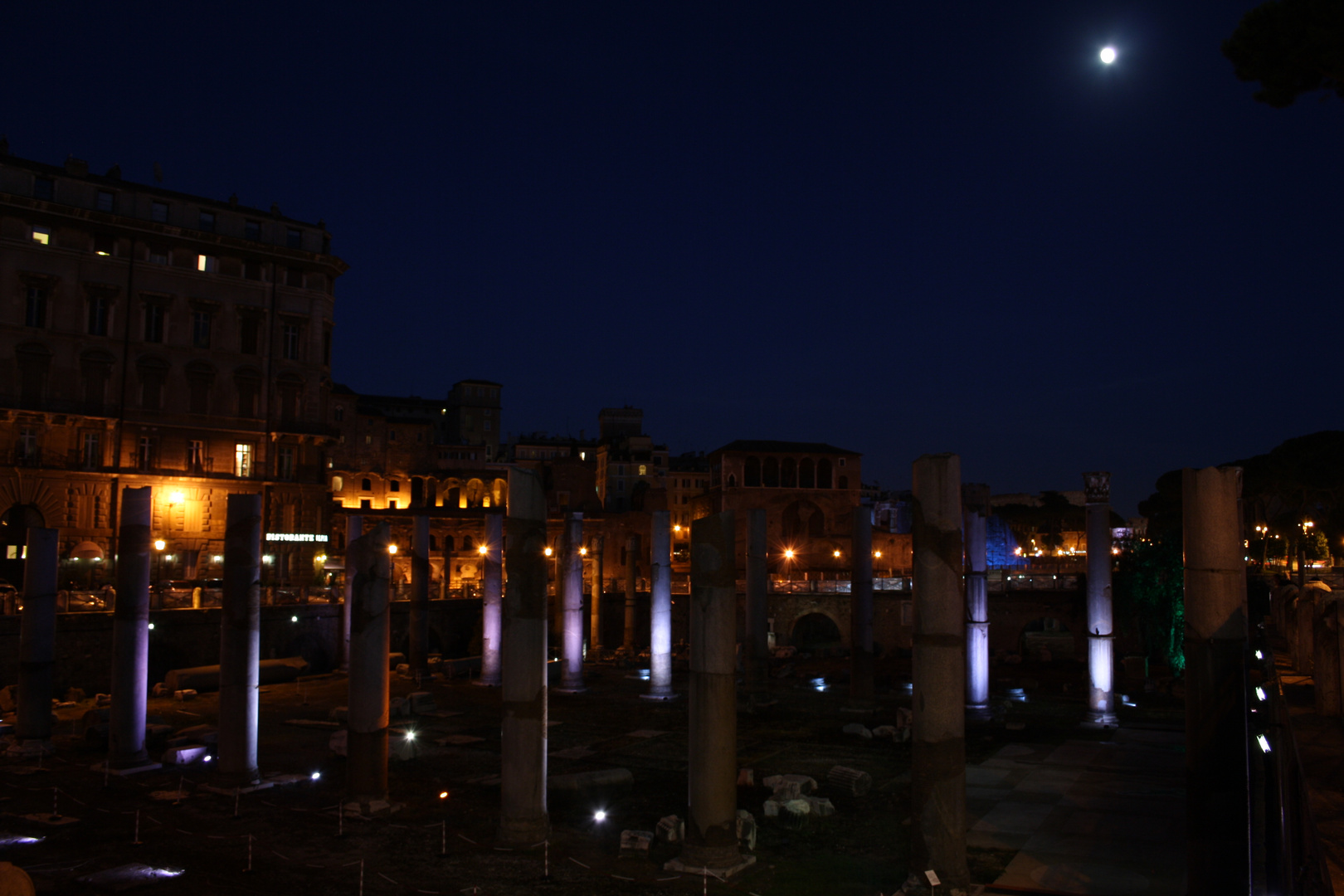 Kaiserforen bei Nacht