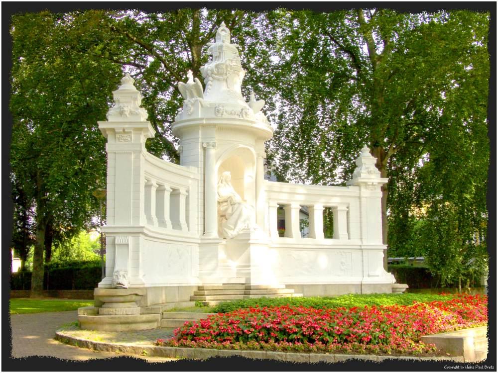 Kaiserin Augusta Denkmal