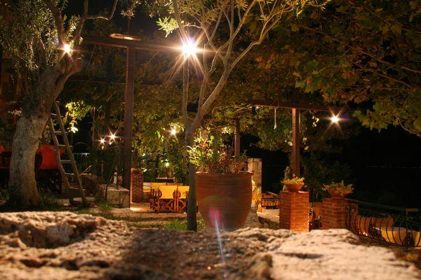 Kalithea bei Nacht