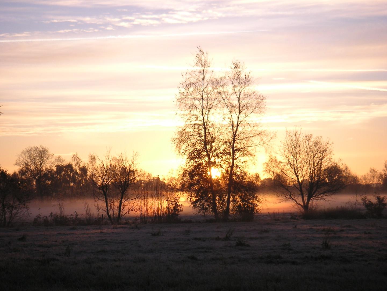 kalte Nacht und warmer Sonnenaufgang