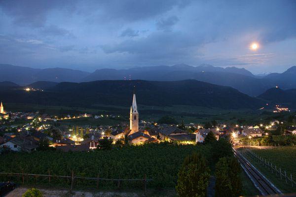 Kaltern St. Anton bei Nacht