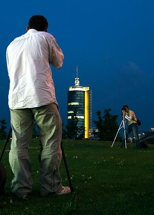 Kameraduell zur blauen Stunde