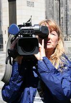Kamerafrau bei der Arbeit