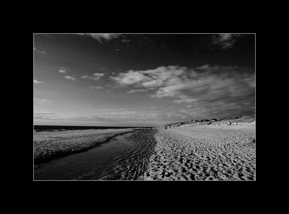 kampen beach black & white