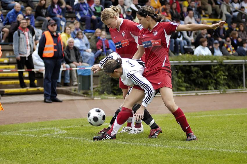 Kampf um den Ball
