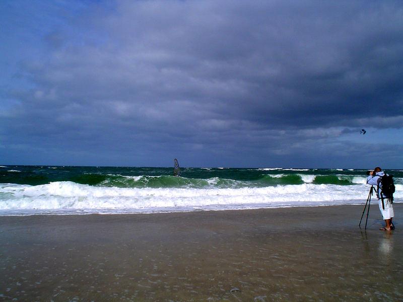 Kampf zwischen Kiter und Surfer