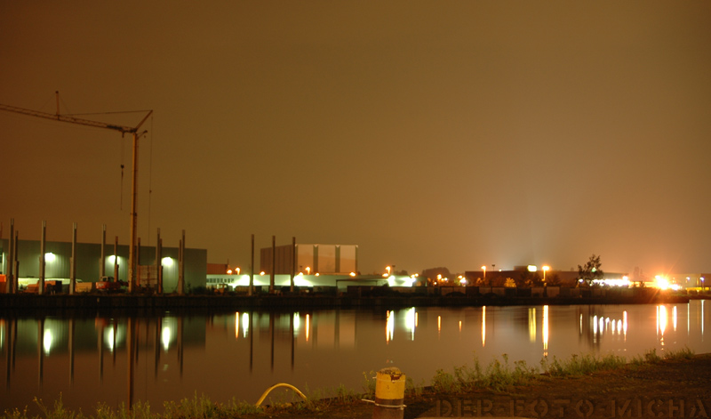 Kanal bei Nacht