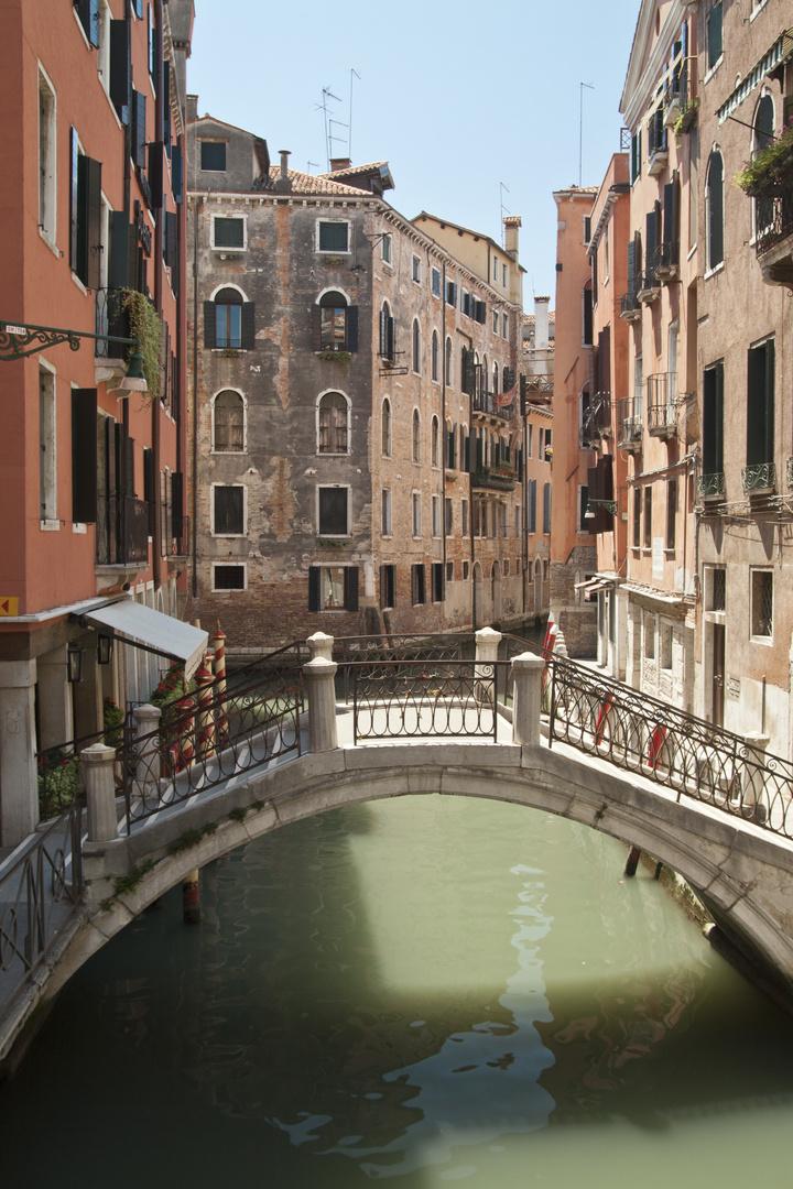 Kanal durch Venedig