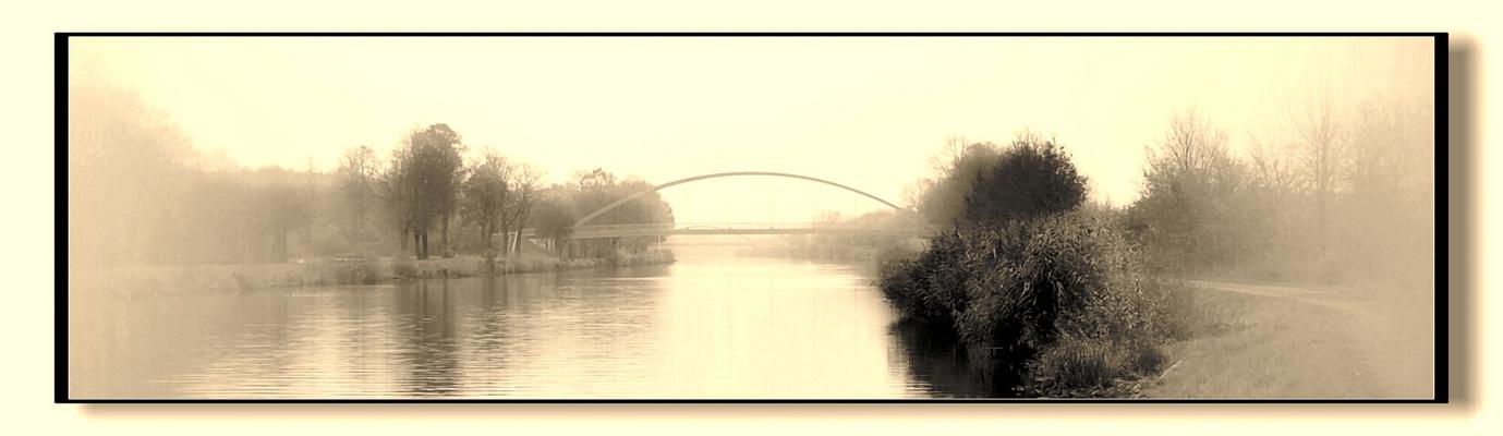 Kanal im Nebel