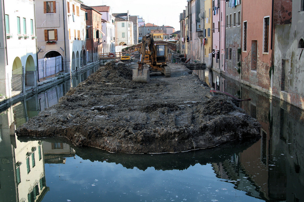 Kanalarbeiten...