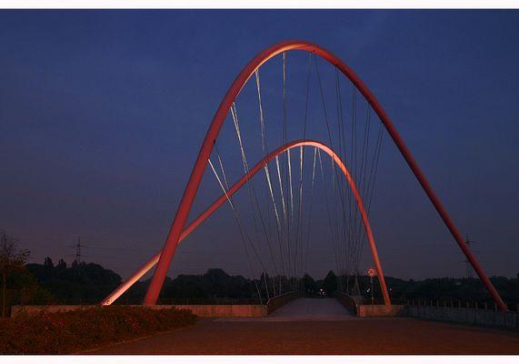 Kanalbrücke am Abend