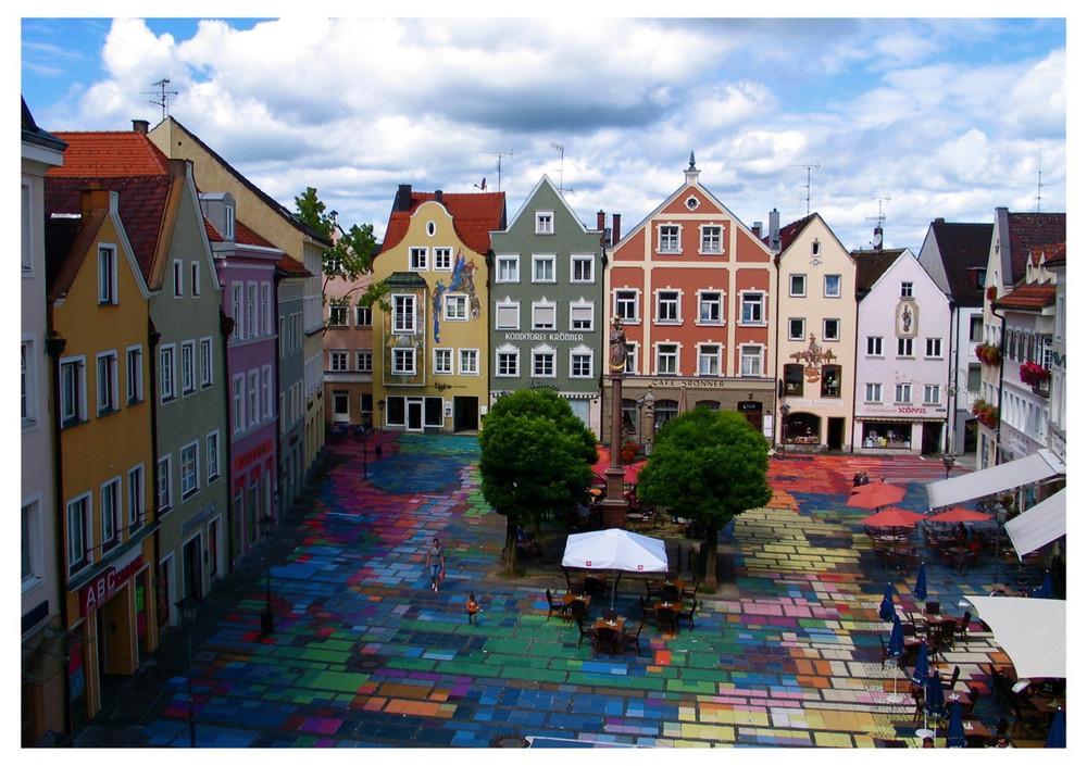 Kandinsky´s Gemälde-Projektion auf dem Marktplatz von Weilheim