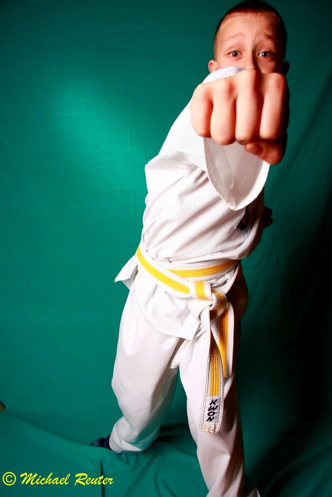 ...kann Karate...