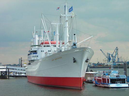 Kann mir jemand was über dieses Schiff sagen?