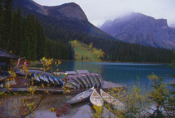 Kanus am Emerald Lake, Canada