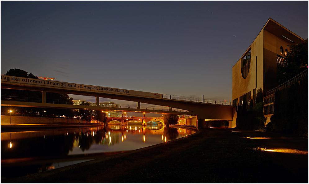 Kanzleramt, Moltkebrücke