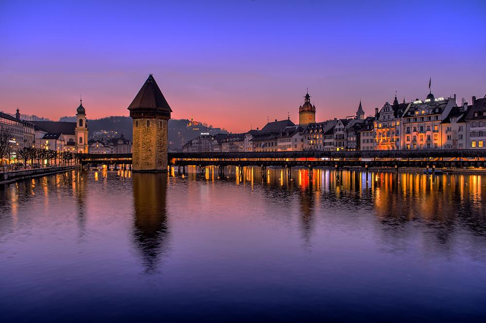 Kapellbrücke in Luzern mit Wasserturm